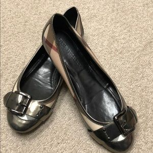 ⚡️FLASH SALE⚡️•no offers accepted•Burberry Flats